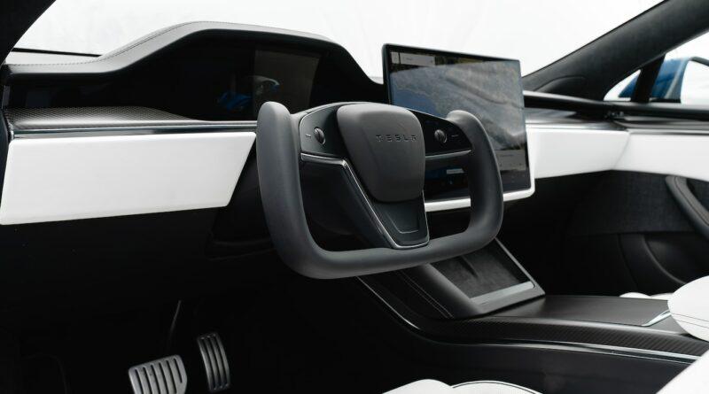 No Yoke, the 2021.5 Tesla Model S Is a Yoke-Only Affair